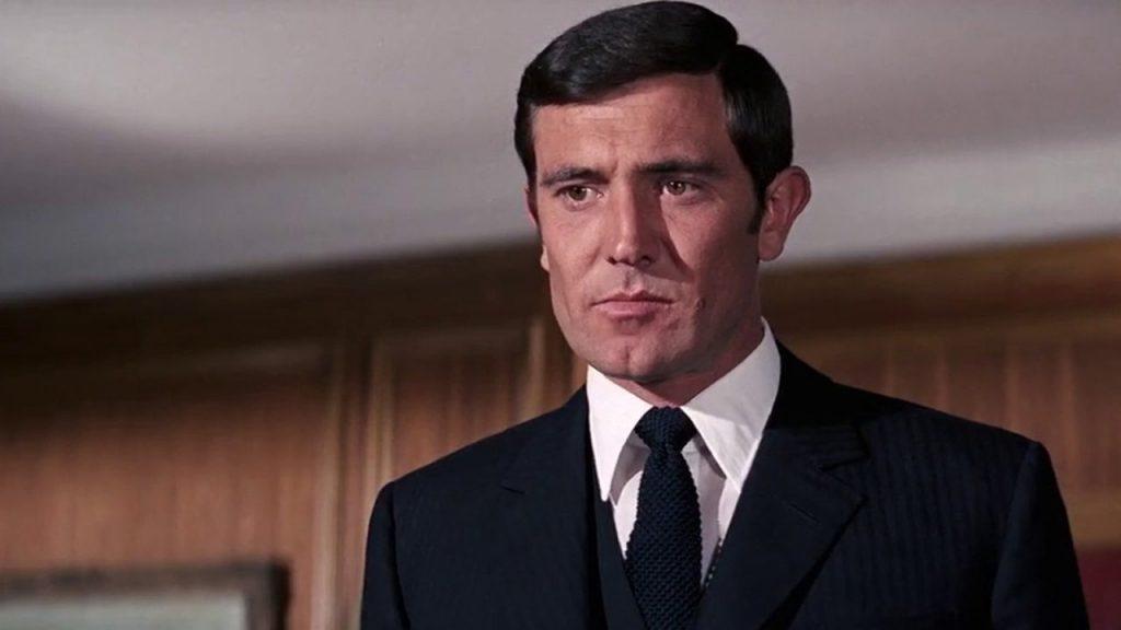 George Lazenby als James Bond in On Her Majesty's Secret Service (1969).