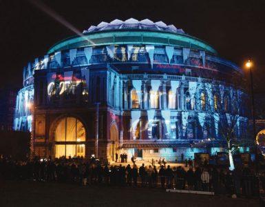 De Royal Albert Hall tijdens de premiere van Die Another Day.