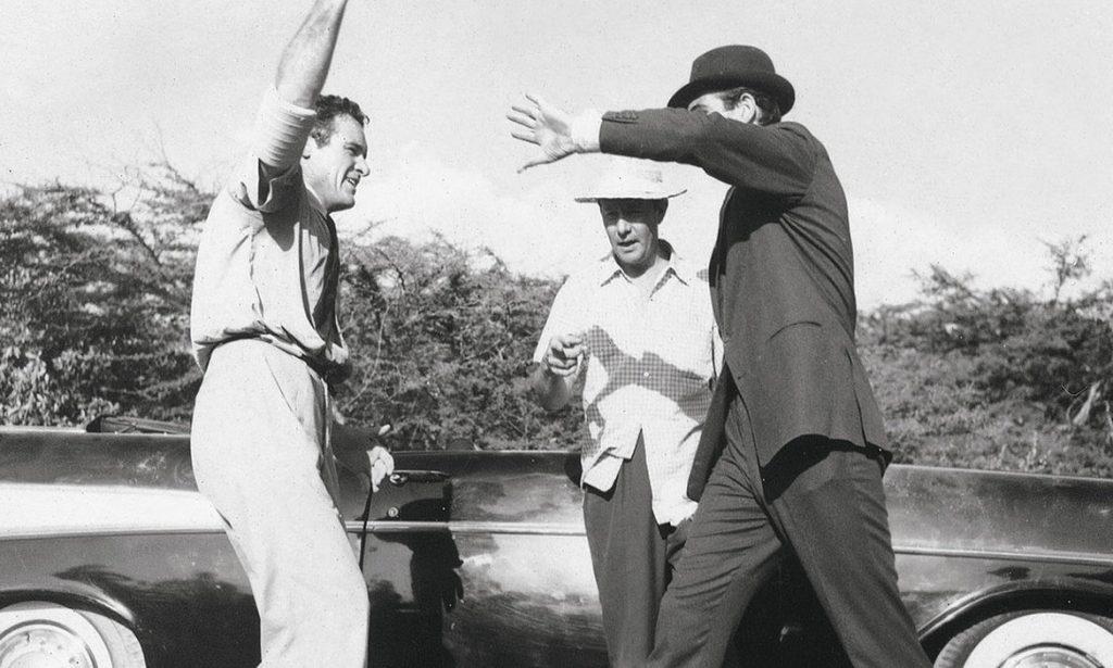 De vechtscone wordt geoefend onder leiding van regisseur Terence Young.